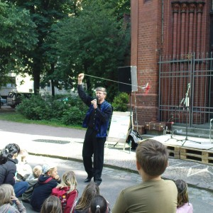 Wilfried Reach bei der Arbeit. Hier zum Wahlkampffest 2009 des NEUEN FORUM vor der Lukaskirche.